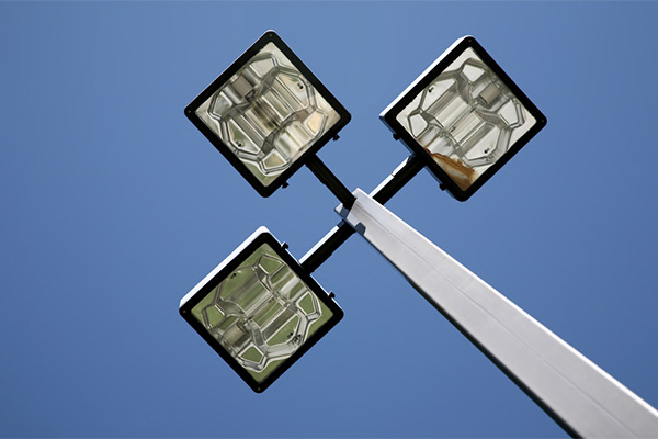 Read more about the article LED street lights and road safety