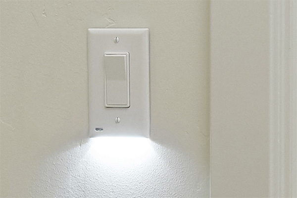 A nightlight and switch all-in-one
